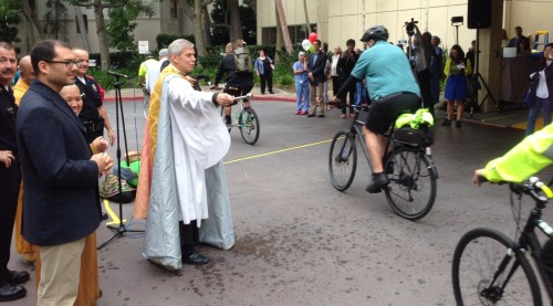 The 12th annual Blessing of the Bicycles hosted by the Good Samaritan Hospital saw a large number of participants and a new recipient of the Golden Spoke Award. Image: Joe Linton/Streetblog LA.